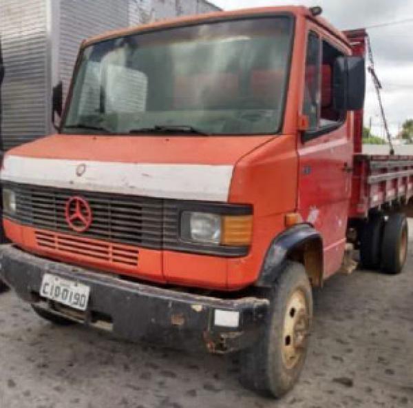 Caminhão Mercedez Bens 710 1996