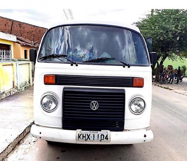 Veículo Kombi 2010