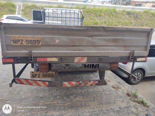 Caminhão Ford Cargo 712 2010 2011