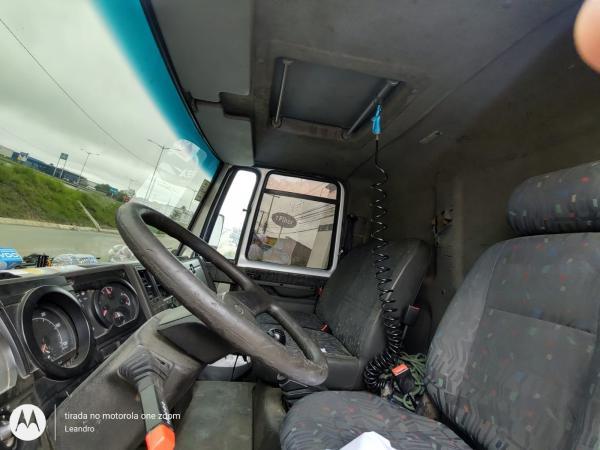 Caminhão Volvo VM 220 4X2R 2014